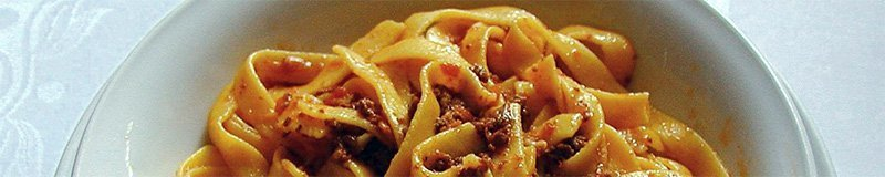 a plate with tagliatelle alla Bolognese, easy, neat and more pasta than sauce